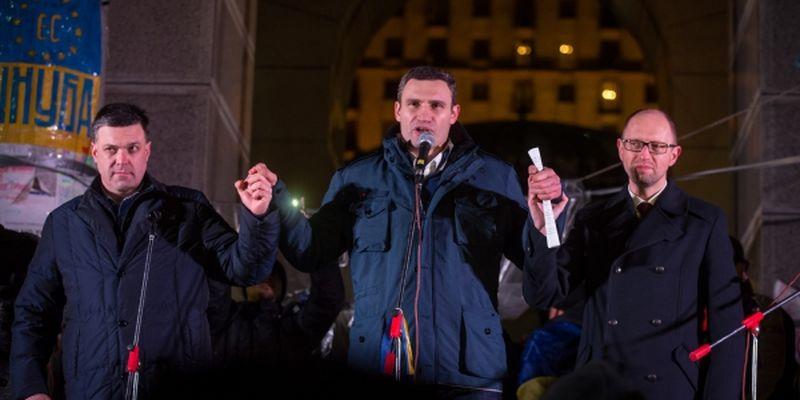 Тягнибок, Кличко и Яценюк на сцене Майдана - ukrafoto.com