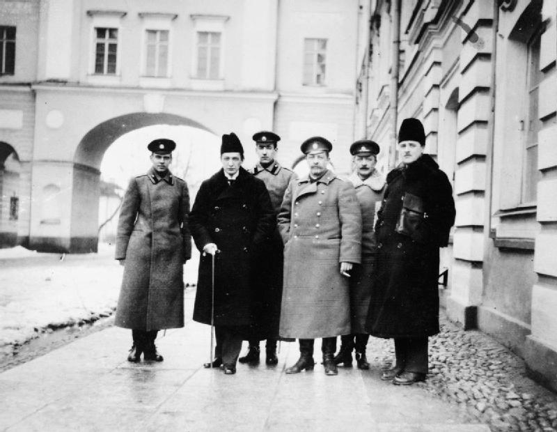 Март 1917 года. Керенский и Корнилов в Царском селе в день ареста императрицы Александры Фёдоровны