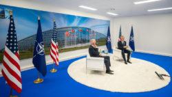 Джо Байден и Йенс Столтенберг на саммите НАТО в Брюсселе, 2021 год